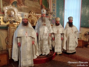 Митрополит Тихон и архимандриты Филипп (Новиков), Лука (Волчков) и Феодосий (Чащин)